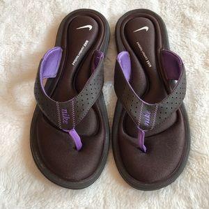 Nike comfort thongs sandals size 9 purple brown